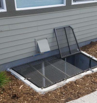 Trap door grate